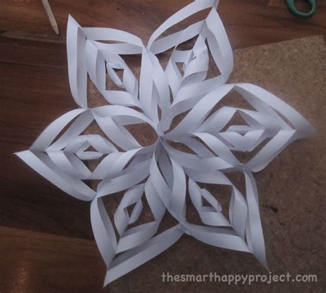 How to make paper snowflakes - The Smart Happy Project